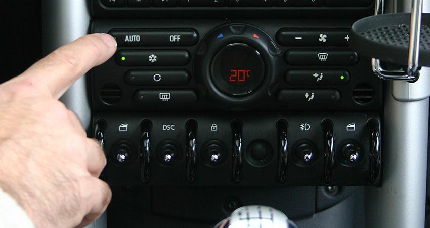 temperature display on car dashboard