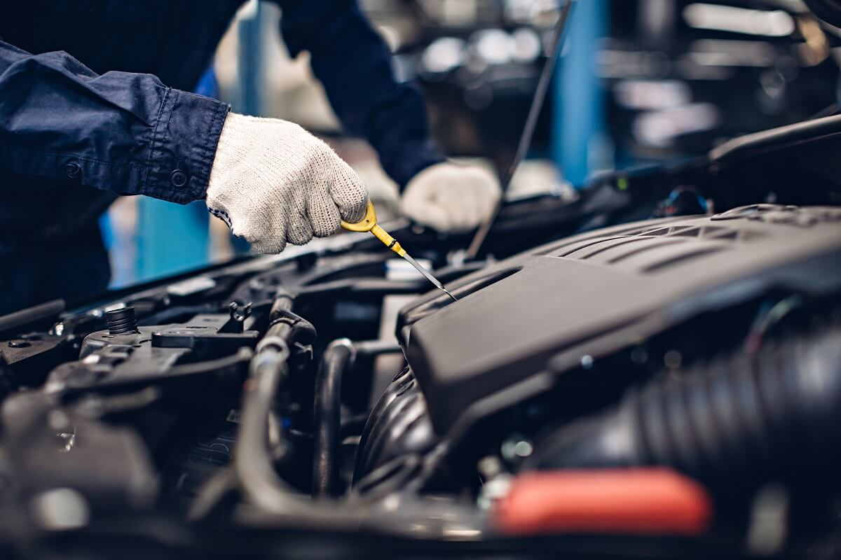 Mechanic working on oil change car
